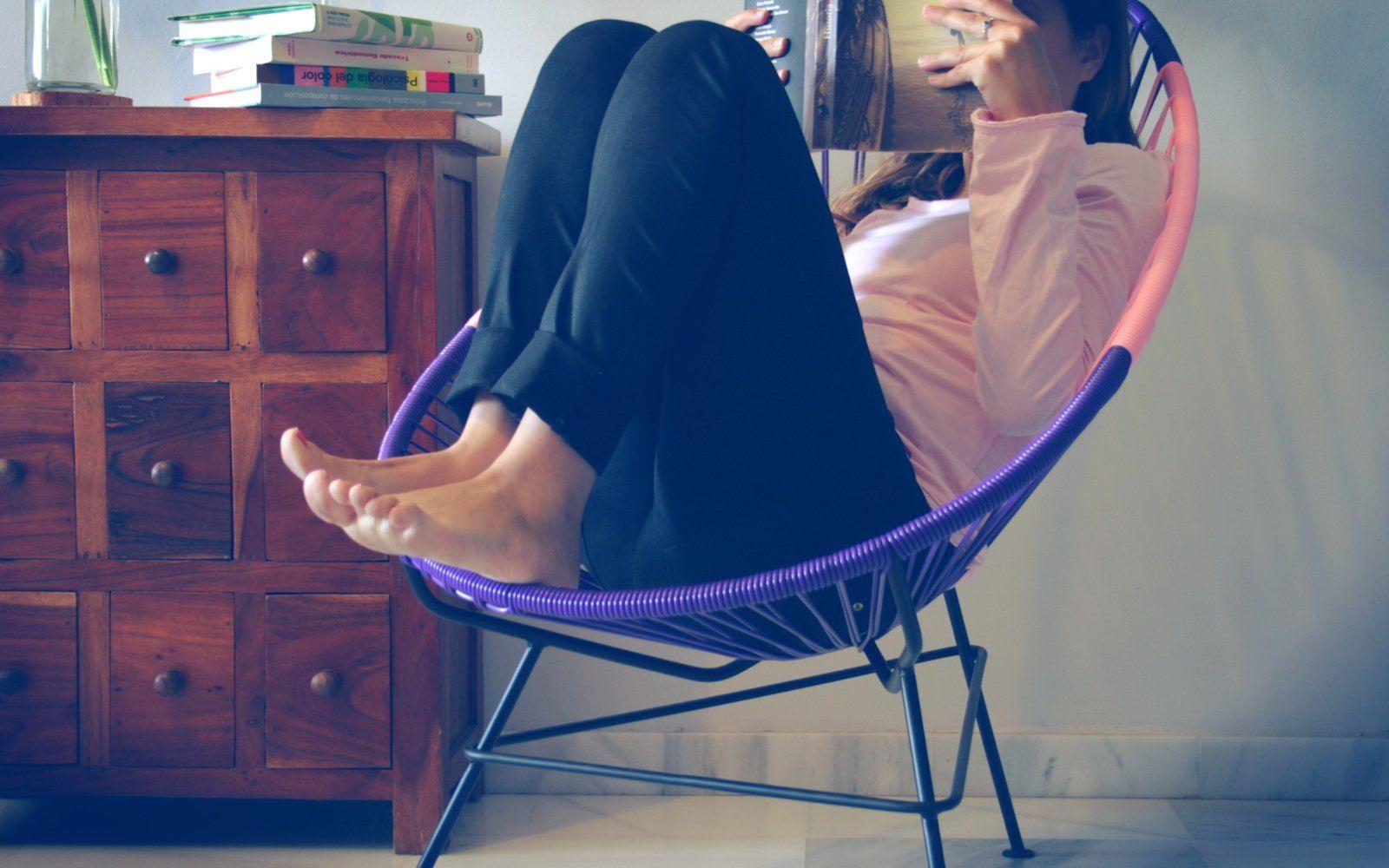 Girl in bicolor Acapulco chair fair furniture