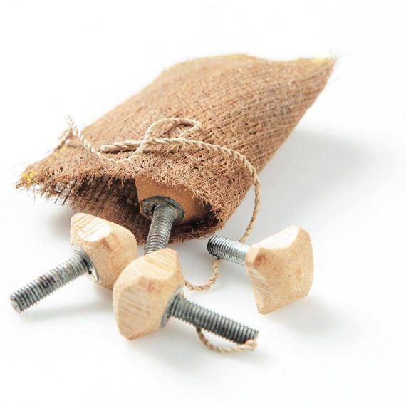 ubud_chair_screws
