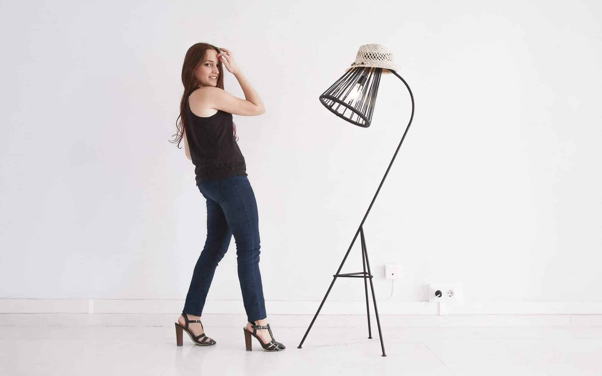 Kahlo lamp with hood and girl Fair Furniture
